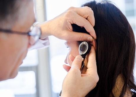 undersökning av öra