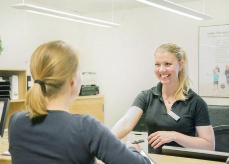 receptionist-patient