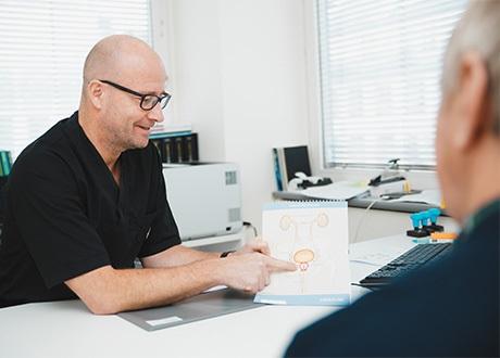 urolog samtalar med patient