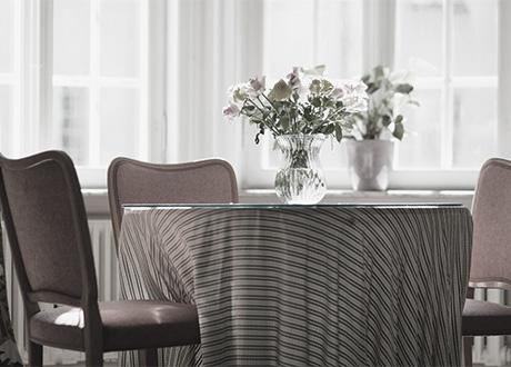 Bord med stolar hos Hudläkargruppen