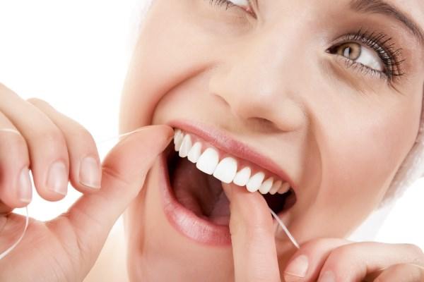 Rengöring av tandtråd utgör 50 % av munhälsan.