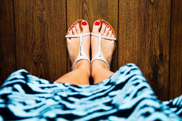 Kvinna med sandaler